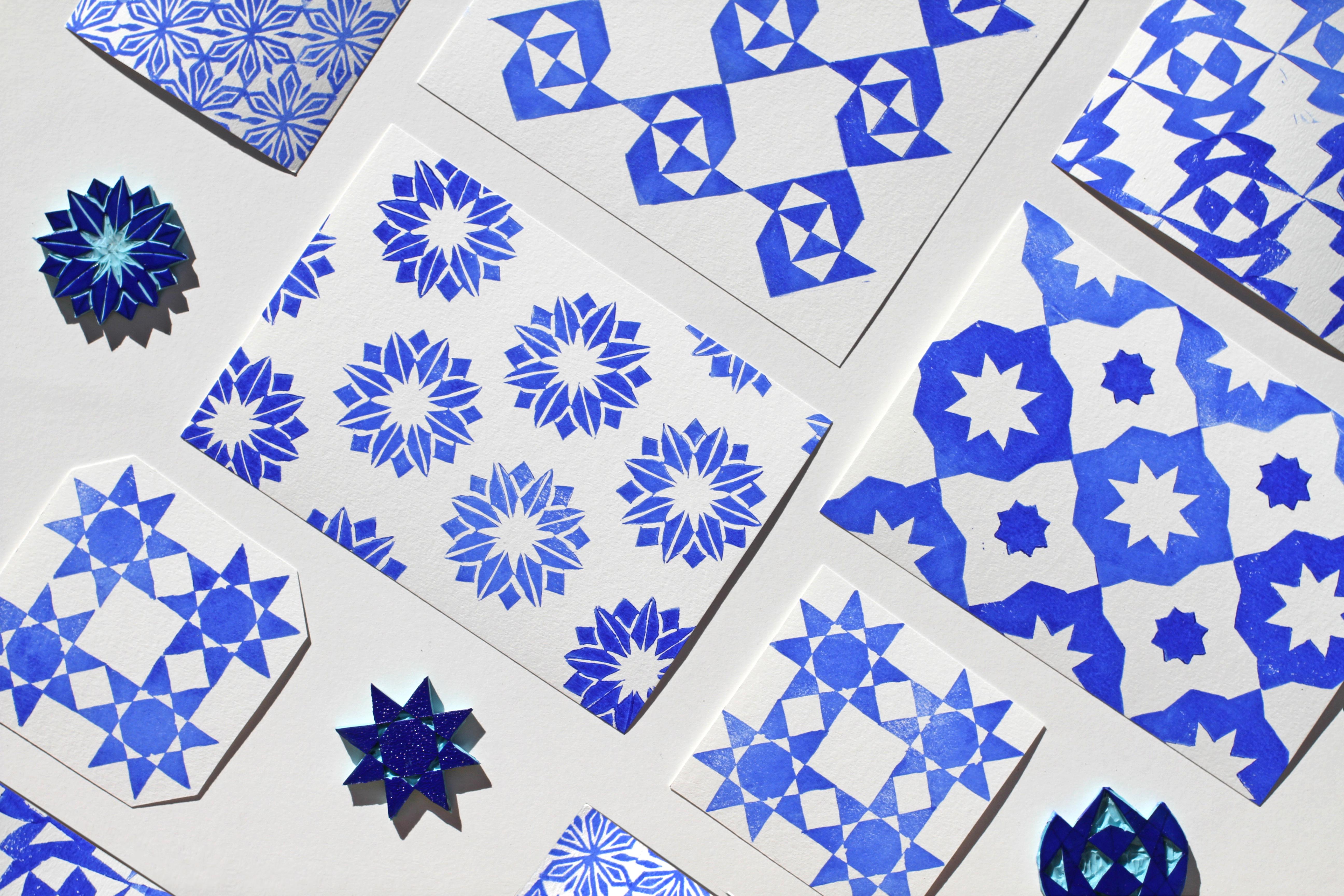 groupement de fiches et de tampons bleus