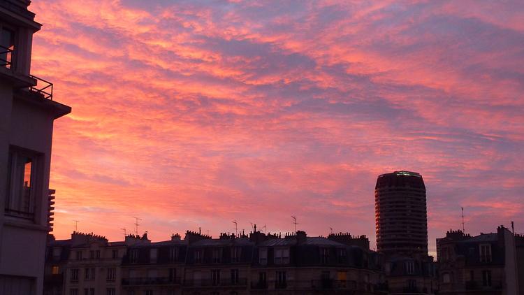 lever de soleil sur paris, lumières roses