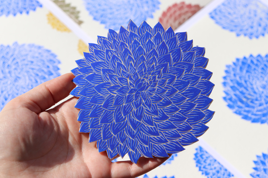 dahlia gros bleu gravé à la main