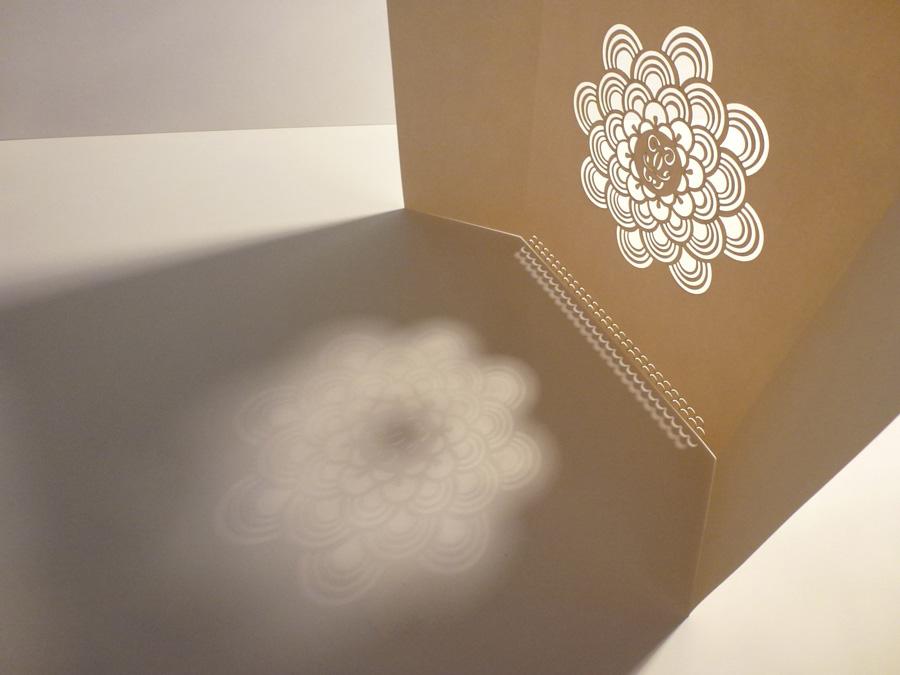 projet de papiers découpés pour guerlain lumières blanches