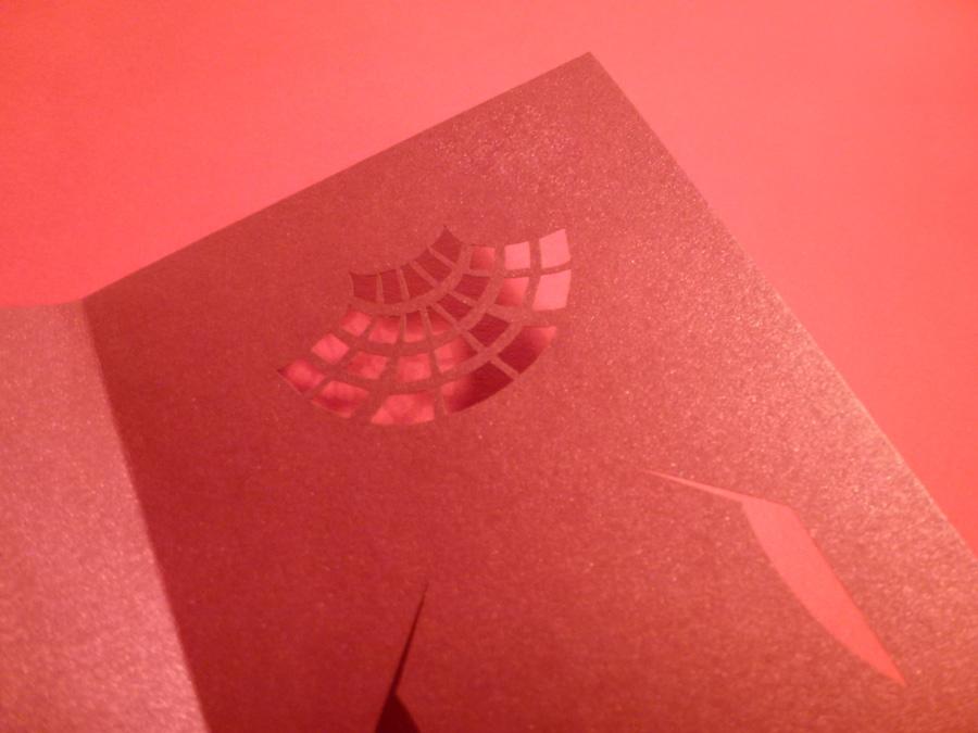 projet de papiers découpés pour valentino en rouge
