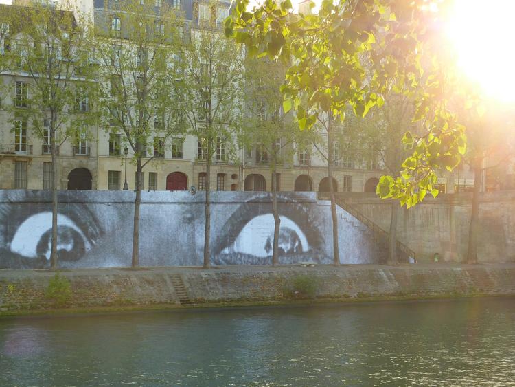 Les yeux de JR sur le quais de Seine, Paris